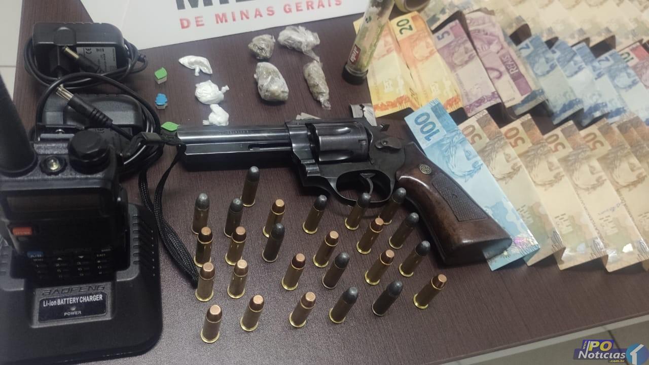 Operação da PM em Presidente Olegário apreende arma, drogas e encaminha uma pessoa para a Delegacia