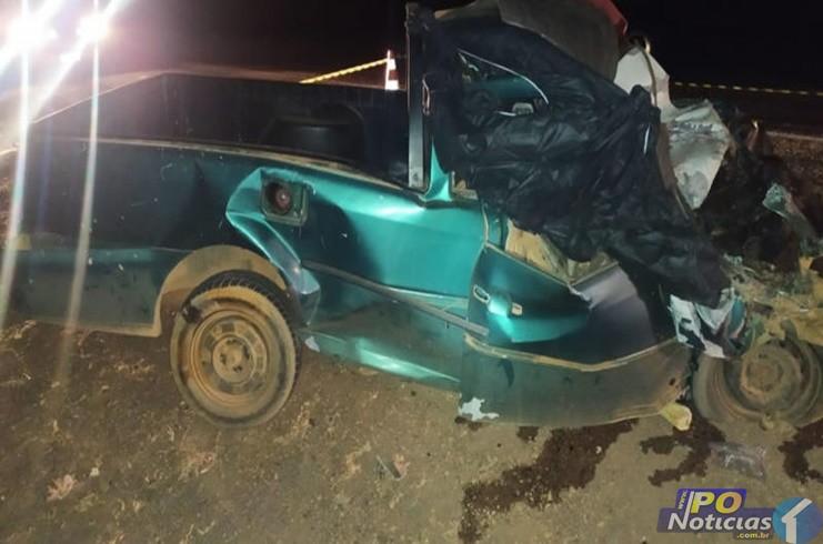 Grave acidente entre carro e caminhão deixa dois mortos na BR-040 em Lagoa Grande