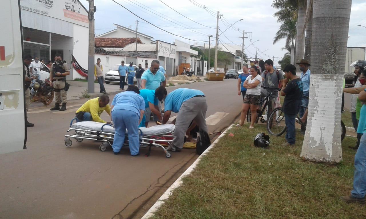 Acidente na Tancredo Neves deixa motoqueiro ferido