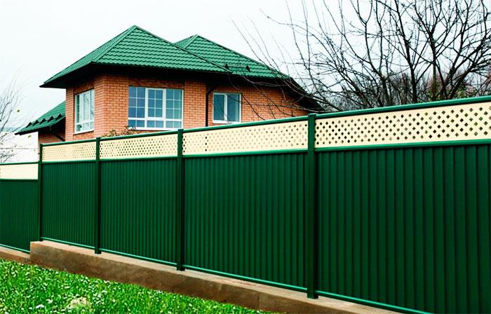 Zelený profivý plot