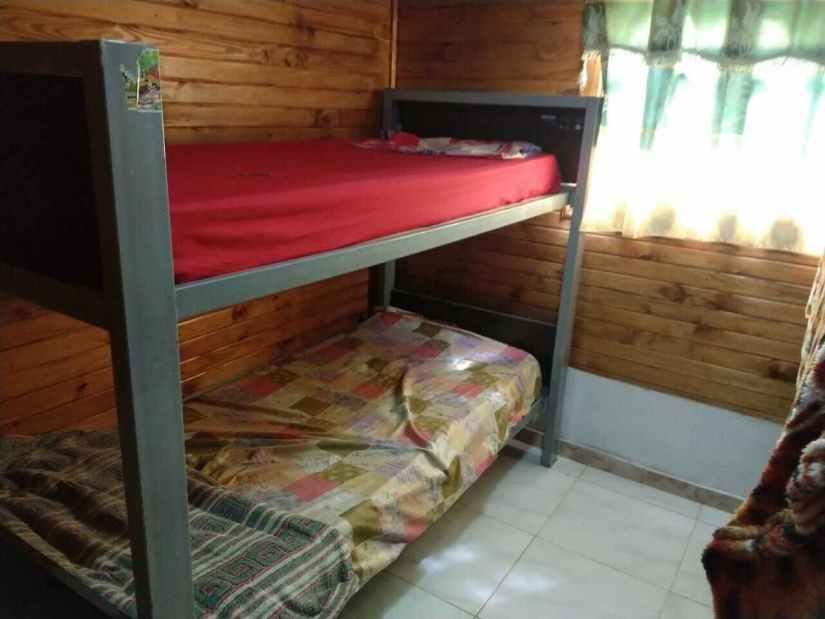 Habitacion camas simples en Cabaña Termas de Monte caseros