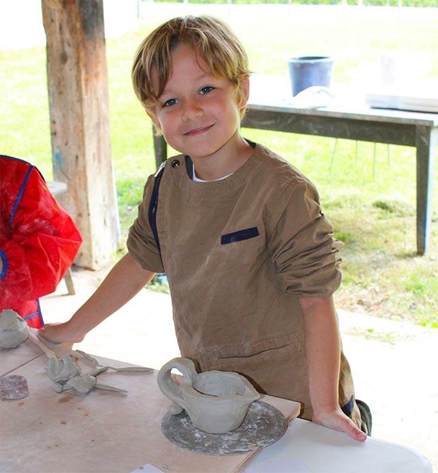 Initiation élève poterie - école montessori internationale de Bordeaux