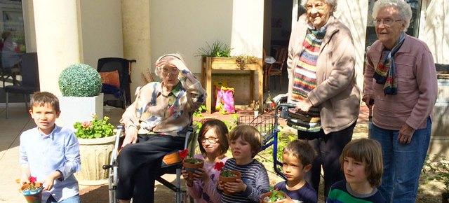 Nouvelle rencontre intergénérationnelle en Montessori