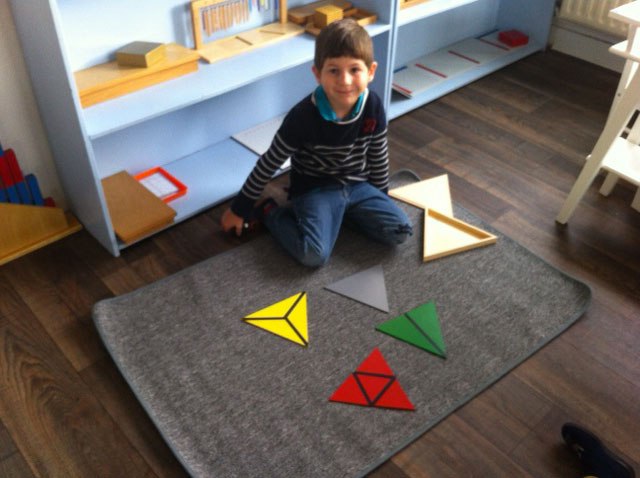 triangles constructeurs sensoriel montessori