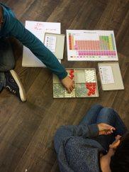 Montessori International Bordeaux : sciences atomes et molécules. Construction de molécules