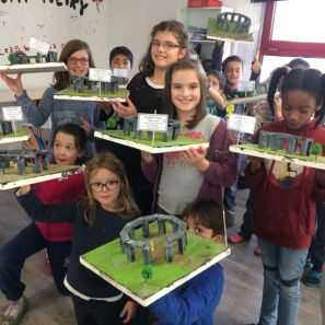 Montessori International Bordeaux : Art fabrication d'un décor de Stonehenge- décor finalisé