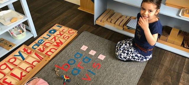 Montessori : lire et composer en maternelle