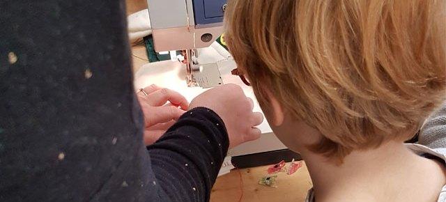 Atelier couture à l'école Montessori