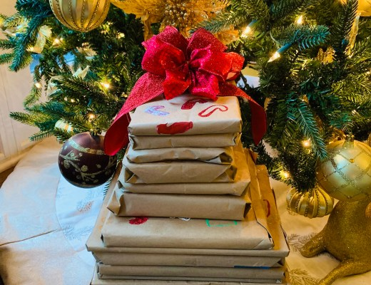 DIY RECYCLED WRAPPED BOOK ADVENT CHRISTMAS TREE BOW PRESENT