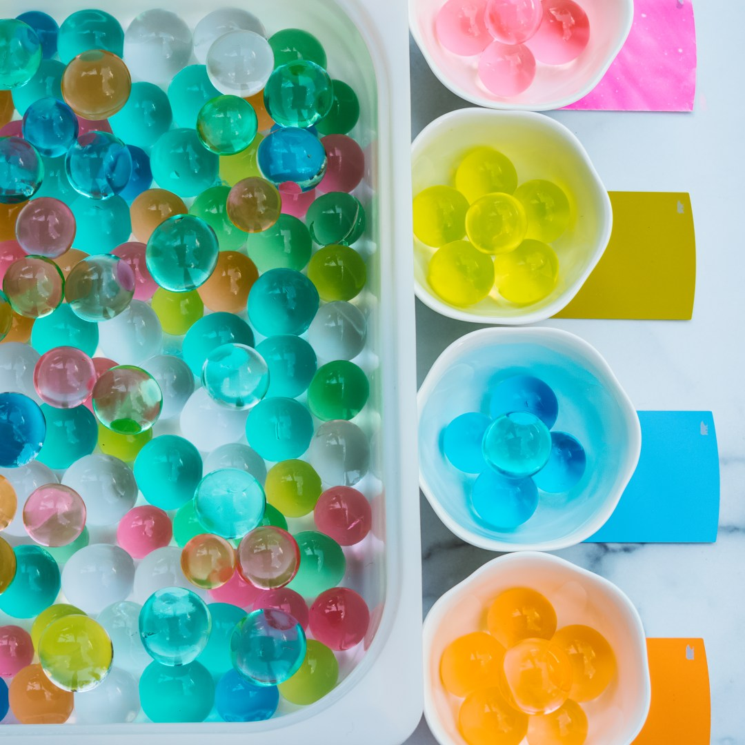 GIANT-Water-Beads COLOR SORTING