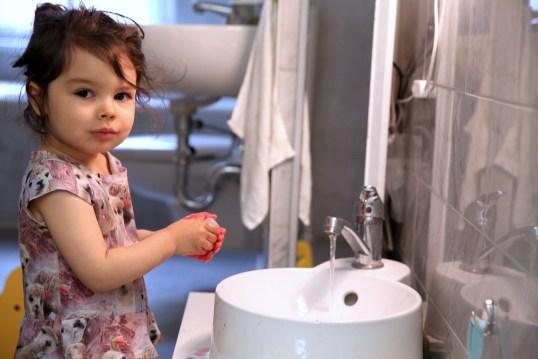 montessori toddler sink ikea hack, watter source, child sink, montessori bathroom, practical life, hand washing work