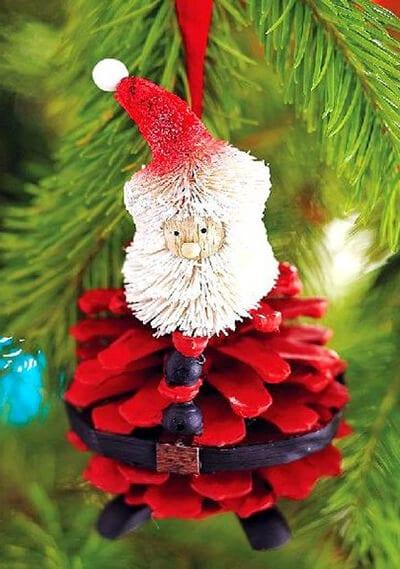Santa Claus dari kerucut dengan tangan mereka sendiri