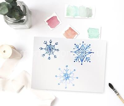 Desenho de flocos de neve com suas próprias mãos