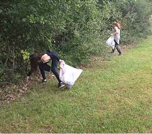 Middle school students picking up litter at stoney creek-park