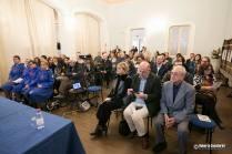 """Il pubblico pervenuto al convegno """"Montevarchi va Alla Fronte"""". Presente anche una delegazione della Croce Rossa Italiana. Parte della collezione esposta appartiene alla storica componente delle Infermiere Volontarie"""