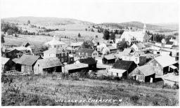 Vue du village avec les champs (éditée)