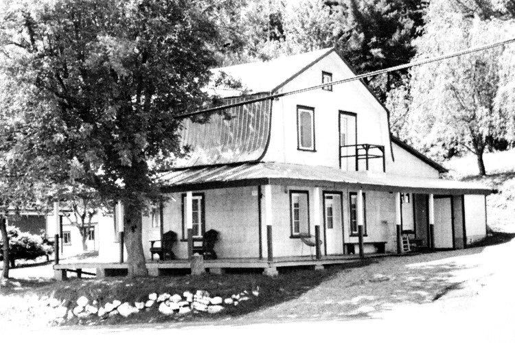 La maison de Hildège Bélair, sur l'ancienne route 18, dans le village