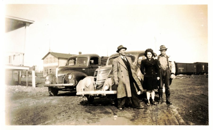 Gilbert Miron, Marcelle Boyer, Gérard Miron – Ford 1936