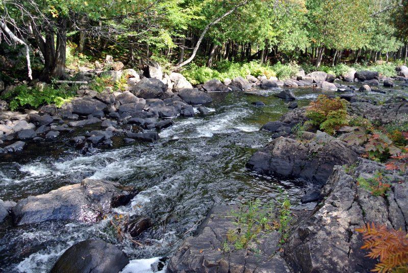 Un 1er barrage en face des moulins