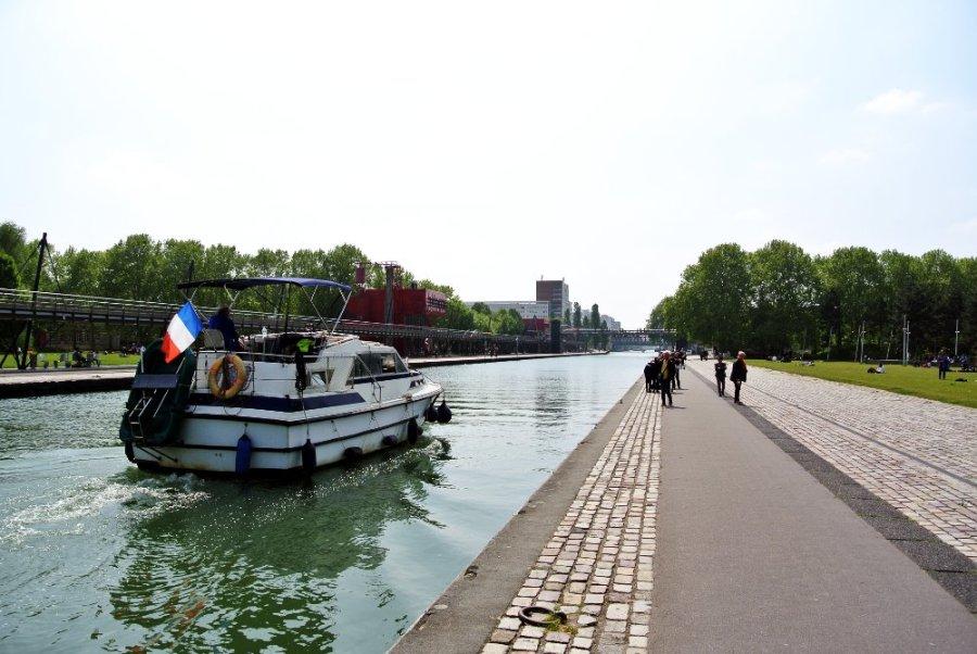 Bateau sur le canal
