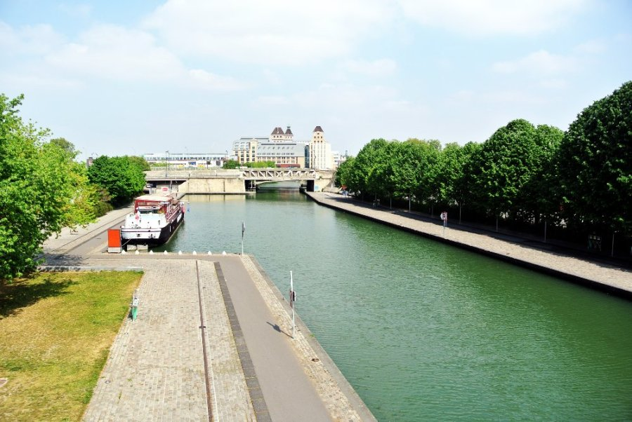 Le canal vers l'est