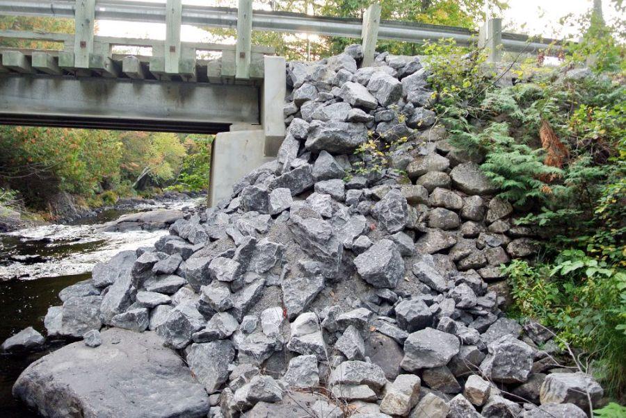 Un déversement de roches