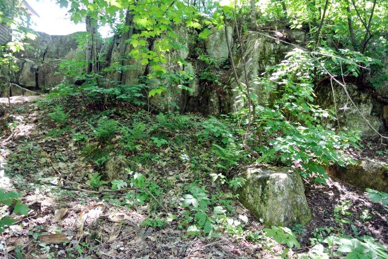 La falaise d'où viennent les roches