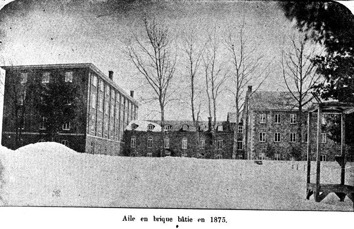 Aile en brique 1875