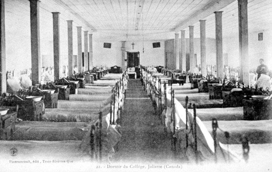 Le collège de Joliette: dortoir