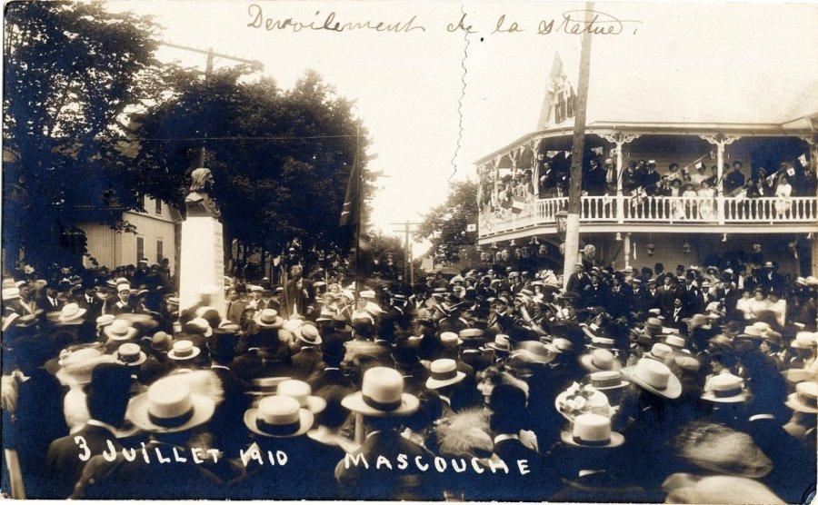 1910 à Mascouche: la statue du fondateur
