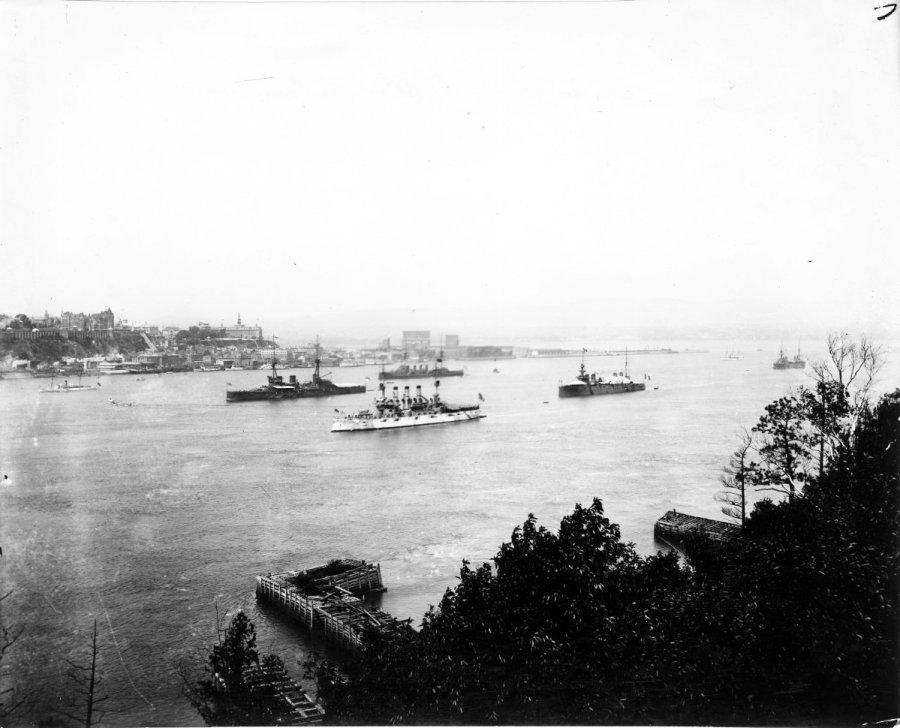 Bateaux de guerre devant Québec