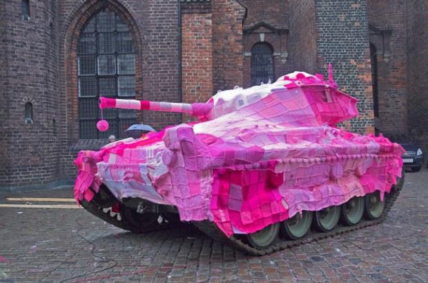 Yarn Bombing Tank