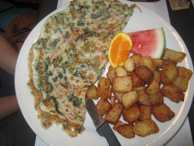 Spinach Omelette. Quartier de Dejeuner. Photo Esther Szeben