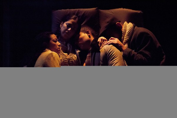 the-refugee-hotel-family-in-bed-sm-photog-jean-charles-labarre
