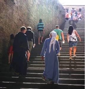 Fraternités du Mont-saint-Michel au coeur des touristes