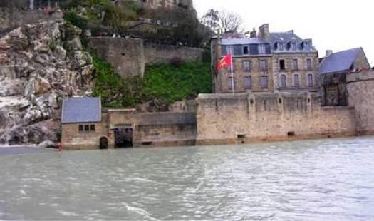 Le Mont-Saint-Michel n'est plus accessible par la Porte de l'Avancée.
