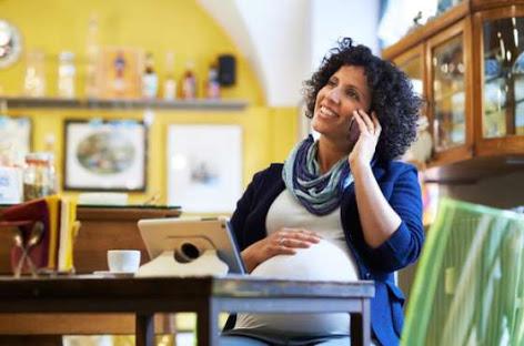 دراسة: استخدام الأم للموبايل أثناء الحمل يؤثر على سلوكيات الطفل