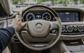 10 أخطاء لا ترتكبها أثناء القيادة .. لأنها سوف تدمر سيارتك !