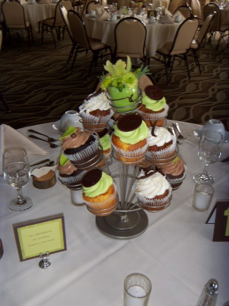 Monzu Bakery Of Green Bay WI Natural Cupcake Centerpieces