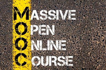 MOOC ou CLOM ( Cours en Ligne Ouvert et Massif)