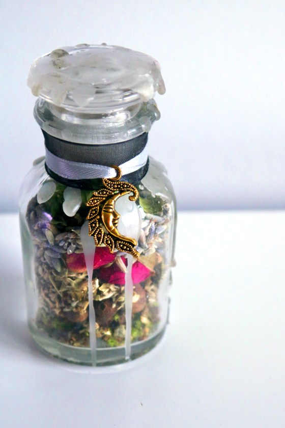Easy, DIY dream jar spell to promote psychic dreaming.