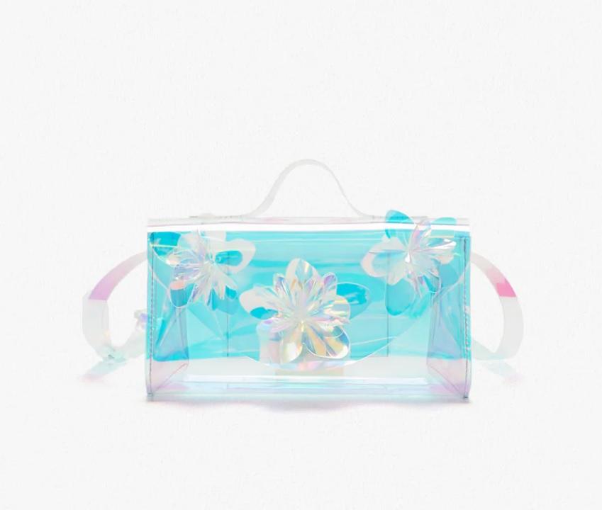 Bolso pequeño con flores iridiscentes de Zara.