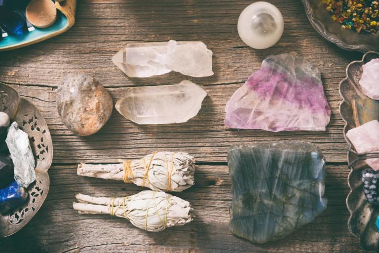 Энергетическая чистка. Как очищать кристаллы, талисманы и любые предметы?
