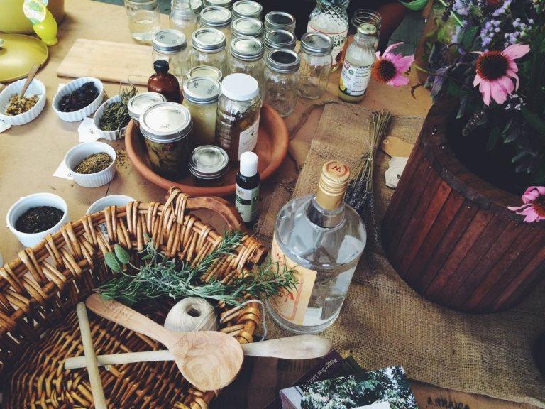 Домашняя магия. Как подготовить дом к приходу гостей? 5 ритуалов перед праздниками
