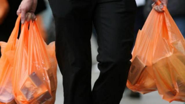 size_810_16_9_homem-sacolas-plasticas