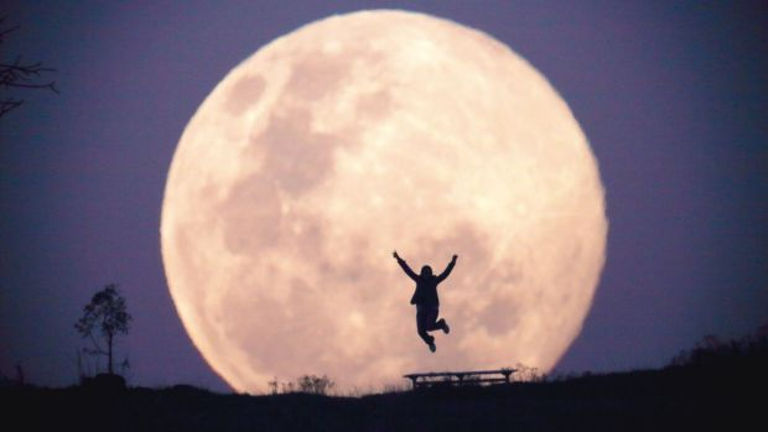 THE BIGGEST FUCKING SUPERMOON OF THE GODAMN CENTURY IS GOING TO BLOW UP THE SKY NEXT WEEK