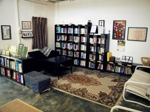 Main Lodge: Library & Reading Corner