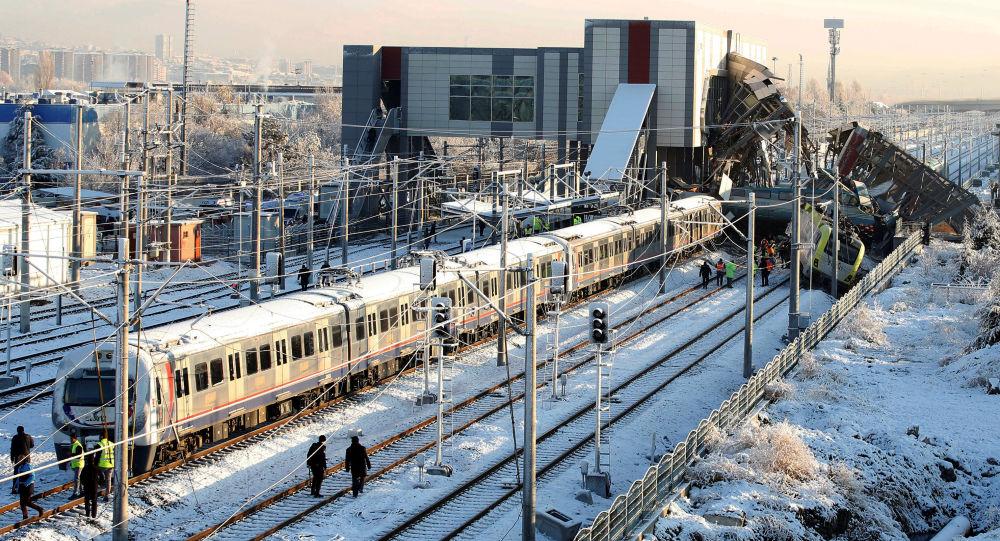 Ankaradaki tren kazasıyla ilgili gözaltına alınan 3 TCDD personeli adliyeye sevk edildi