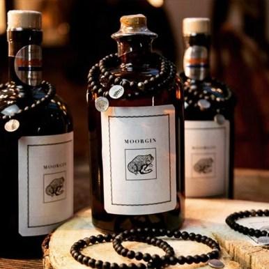 MOORGIN - Gin aus Kolbermoor mit Edelstein-Armbändern