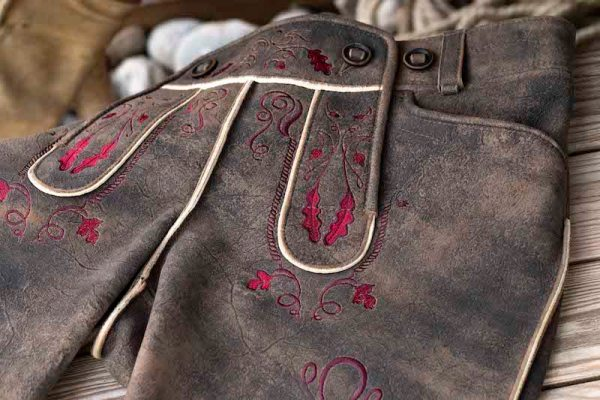 Sämisch gegerbte Wildbock Lederhose Detail2
